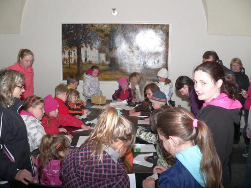 Večerní prohlídka dřevohostického zámku, tentokrát z historie školství
