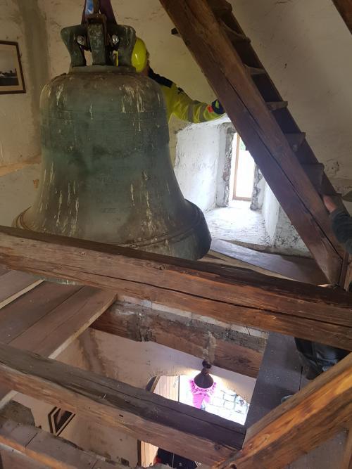 Spouštění zvonu Maria ze zvonice